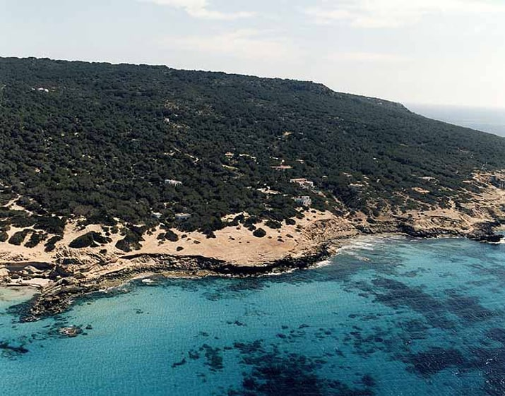 balearic-islands-formentera-calo-des-morts-01