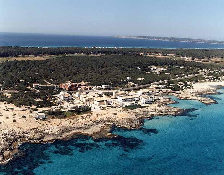 balearic-islands-formentera-es-calo-01