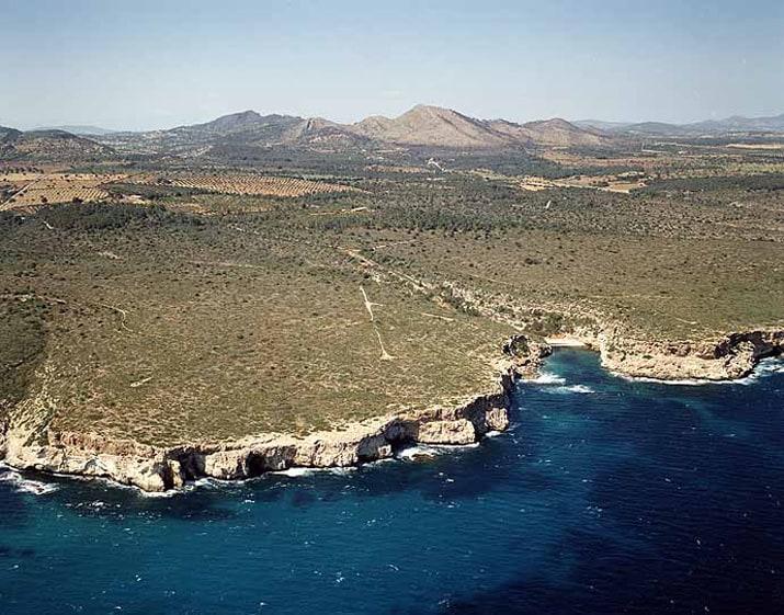 balearic-islands-mallorca-manacor-calo-bota-01